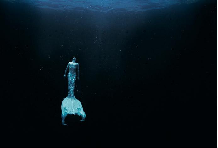 30. Zena Holloway, Underwater