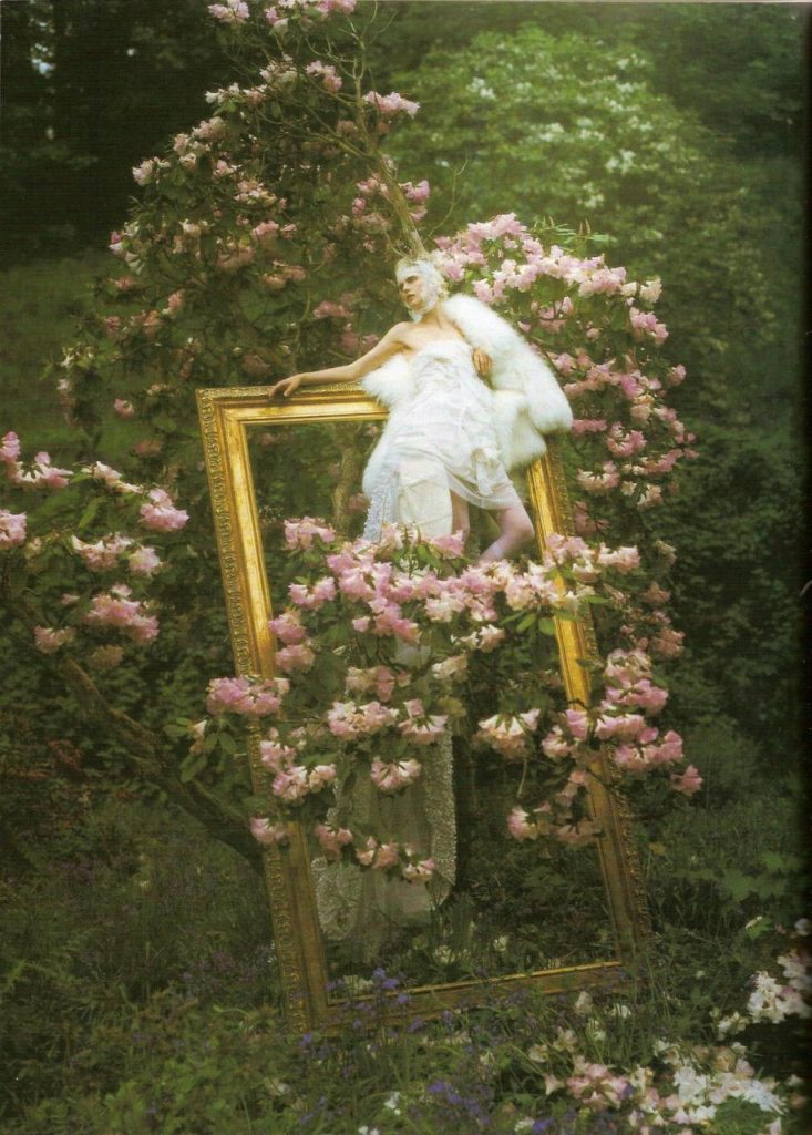 15. Tim Walker, Stella Tennant, Eglingham Hall, Northumberland, 2007 BUENA
