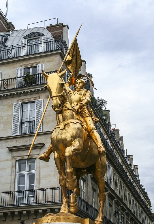 2. Juana de Arco, estatua París